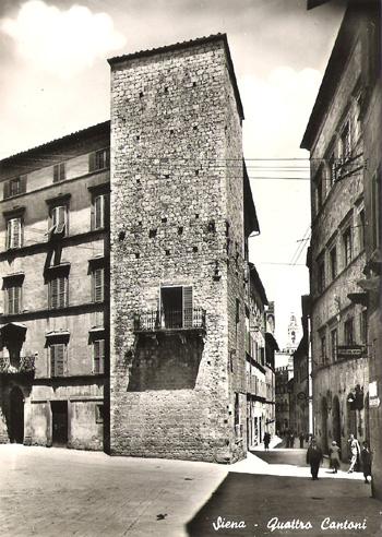 La pietra di Niccolò Borghesi ai Quattro Cantoni